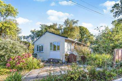 2 Bedrooms Bungalow for sale in Pathfinder Village, Exeter, Devon