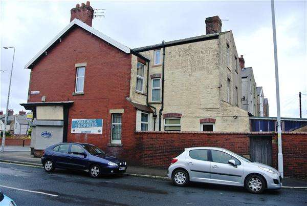 4 Bedrooms Flat for sale in Poulton Road, Fleetwood