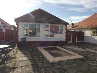3 Bedrooms Bungalow for sale in Deric Close, Prestatyn, Denbighshire, LL19