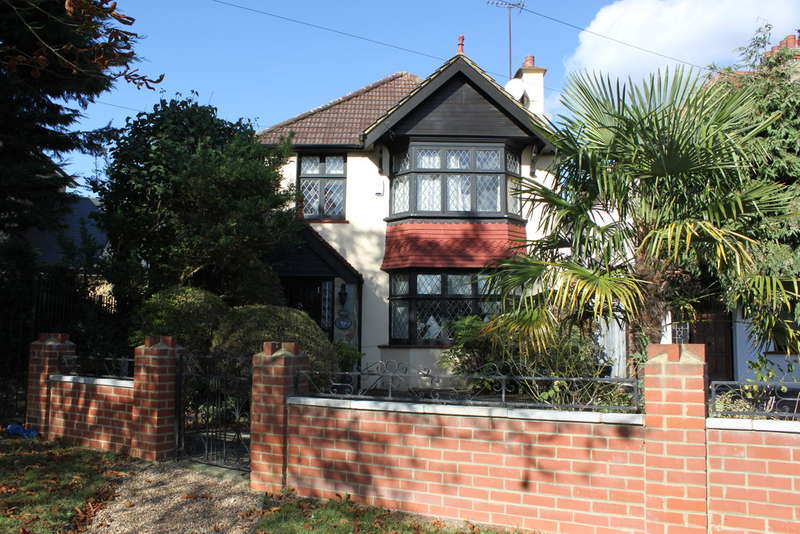 4 Bedrooms Detached House for sale in High Road, Woodford Green