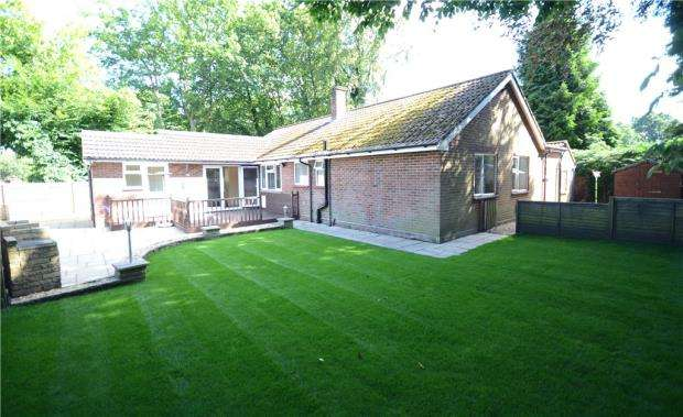 3 Bedrooms Detached Bungalow for sale in Fernhill Road, Farnborough, Hampshire