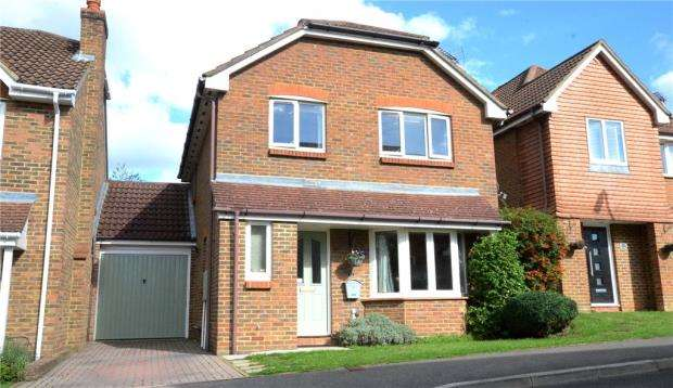 3 Bedrooms Detached House for sale in Jessett Drive, Church Crookham, Fleet