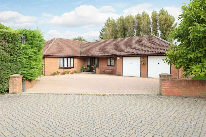 5 Bedrooms Bungalow for sale in Cherry Briar Close, Lydiard Millicent