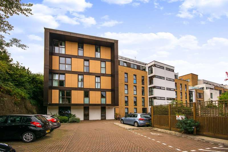 2 Bedrooms Flat for sale in Wandsworth Town, Wandsworth Town, SW11