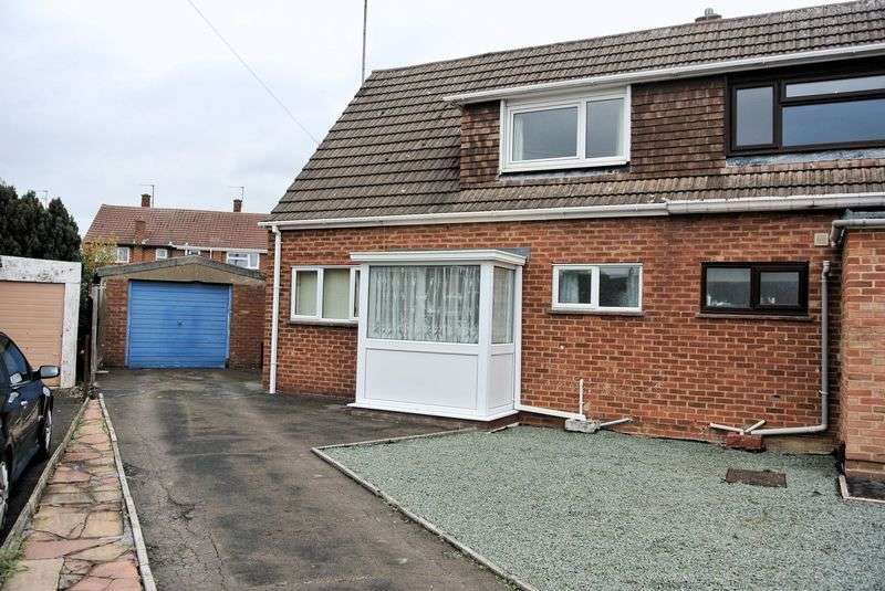 2 Bedrooms Semi Detached House for sale in Redland Close, Gloucester