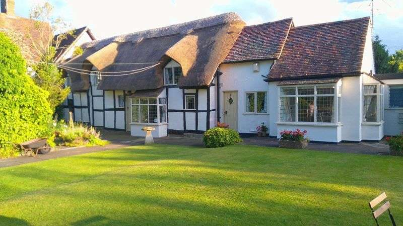 3 Bedrooms Property for sale in Yellands, Norton