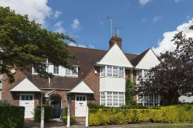 3 Bedrooms House for sale in Erskine Hill, Hampstead Garden Suburb, London NW11