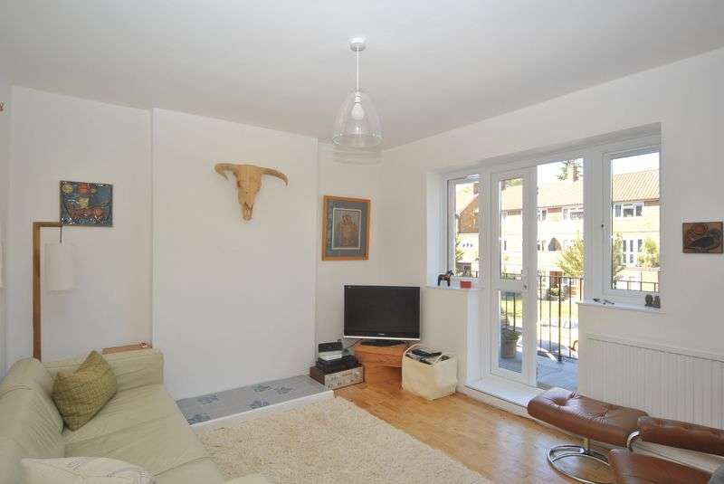 3 Bedrooms Flat for sale in Ashford Avenue, London, N8