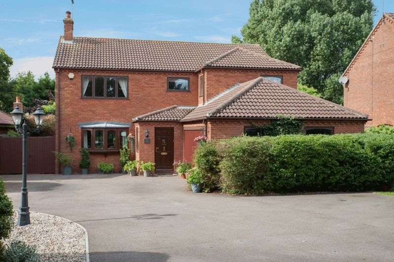 5 Bedrooms Detached House for sale in Lowestoft