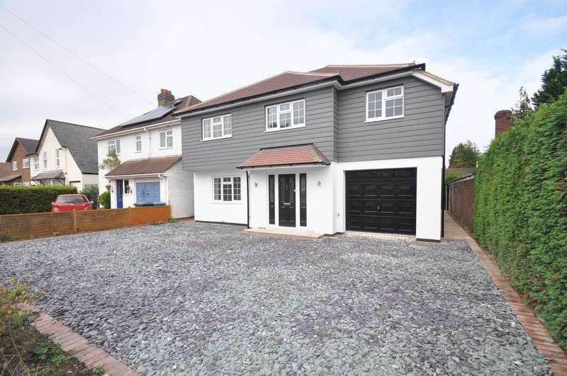 5 Bedrooms Detached House for sale in Queens Road, Fleet