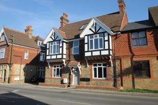 2 Bedrooms Flat for sale in Hatton House, Bepton Road, Midhurst, West Sussex