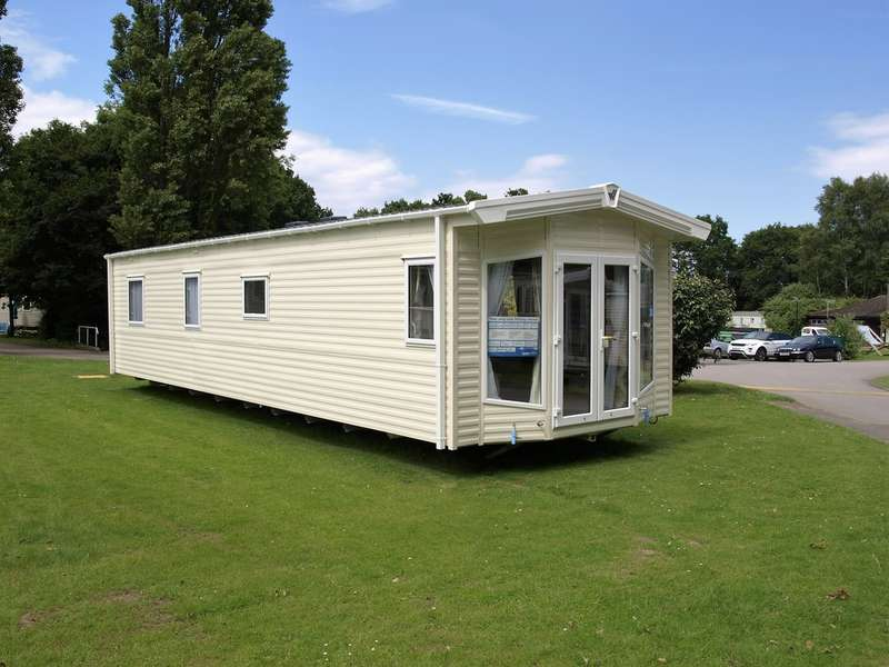 3 Bedrooms Mobile Home for sale in Willerby Sierra (2016) CO16 9DH