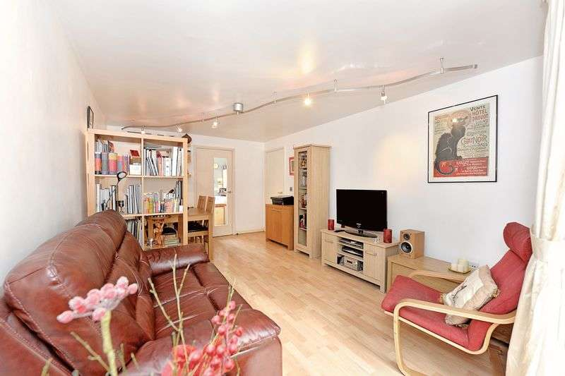 2 Bedrooms Flat for sale in Two Bedroom Garden Apartment E9
