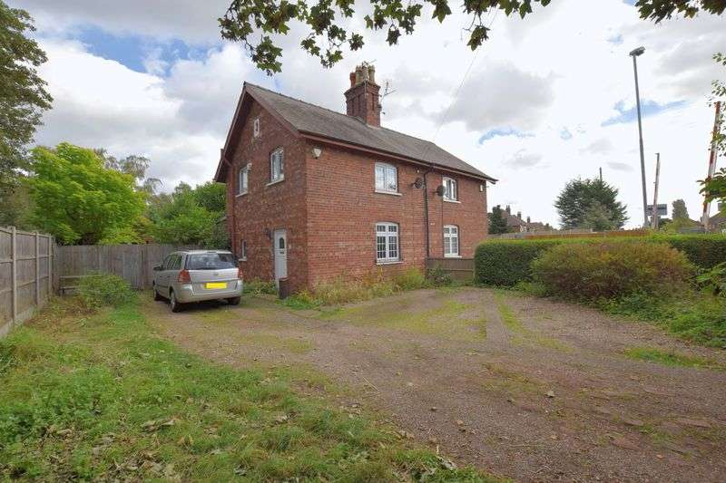 3 Bedrooms Semi Detached House for sale in Pinewood, Lincoln