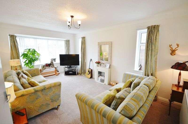 3 Bedrooms Detached Bungalow for sale in 15 Laurel Drive, Thornton-Cleveleys Lancs FY5 5EX