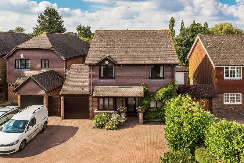 4 Bedrooms Detached House for sale in Marsh Green, Edenbridge, TN8
