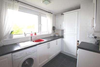 2 Bedrooms Flat for sale in Riccarton, Westwood, East Kilbride, South Lanarkshire