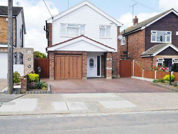 4 Bedrooms Detached House for sale in Romsey Road, Benfleet