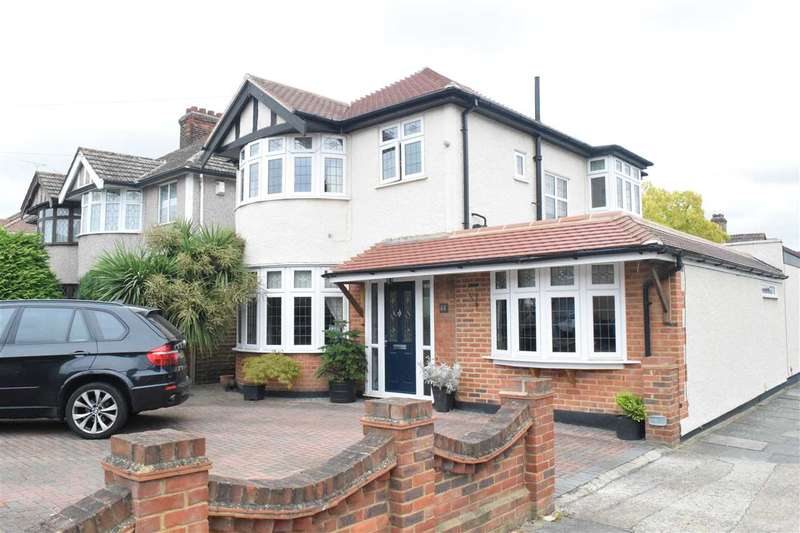 4 Bedrooms Detached House for sale in Pettits Lane, Romford