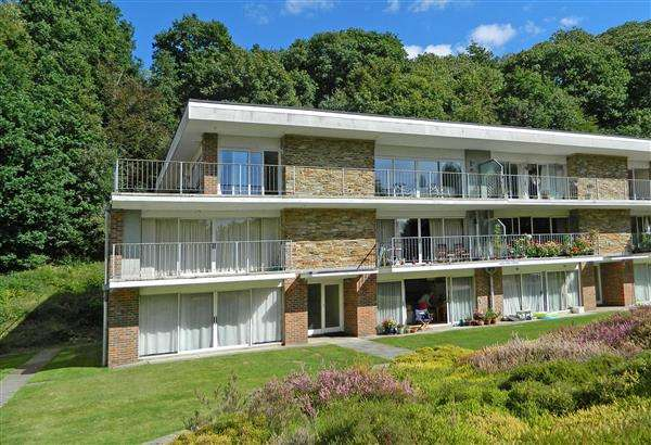 2 Bedrooms Apartment Flat for sale in The Fairway, Midhurst, West Sussex, GU29