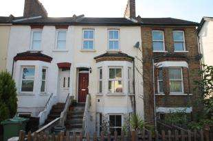 2 Bedrooms Maisonette Flat for sale in Page Heath Villas, Bromley, Kent, London