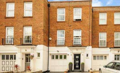 4 Bedrooms Terraced House for sale in Tudor Well Close, Stanmore