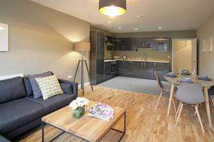 2 Bedrooms Flat for sale in St. Johns House, Springfield Road, Horsham, West Sussex