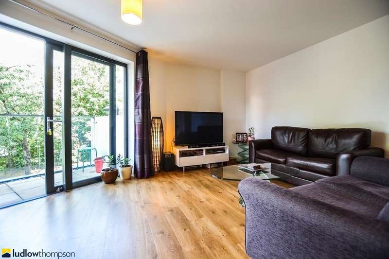 2 Bedrooms Flat for sale in Fairmont House, Albatross Way, London SE16