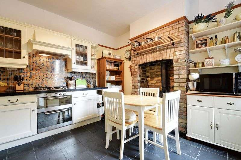 3 Bedrooms Terraced House for sale in Natal Road, Bounds Green, N11