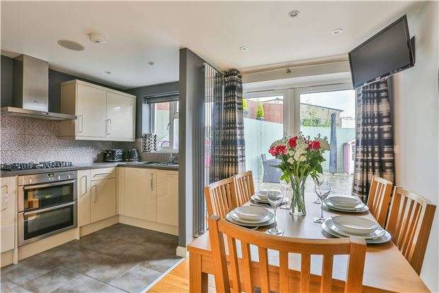 2 Bedrooms Detached House for sale in Riely Close, LONG HANBOROUGH