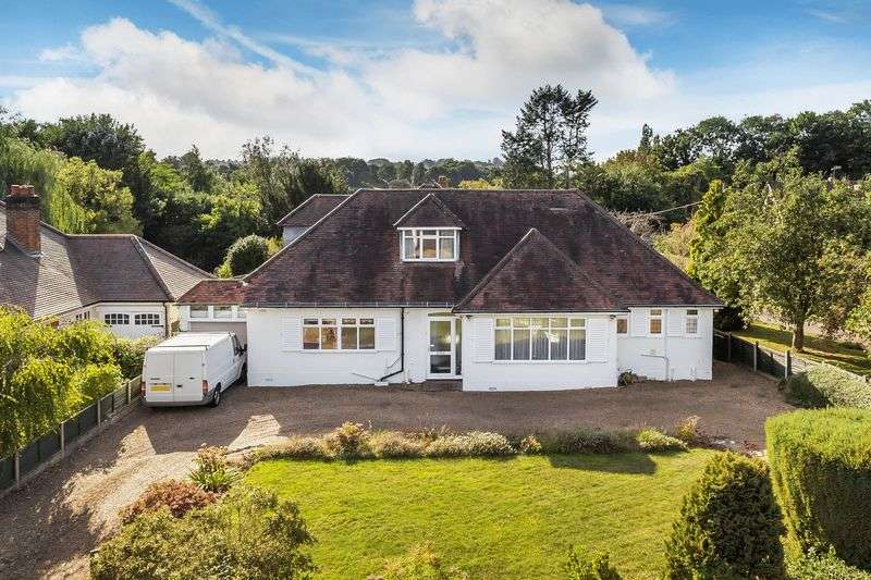 4 Bedrooms Detached Bungalow for sale in Brockham Village