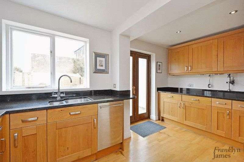 2 Bedrooms Terraced House for sale in Old Woolwich Road, Greenwich, SE10