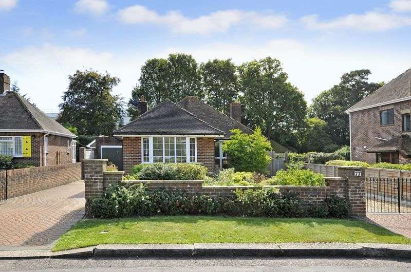 3 Bedrooms Bungalow for sale in Hillside Avenue, Worthing