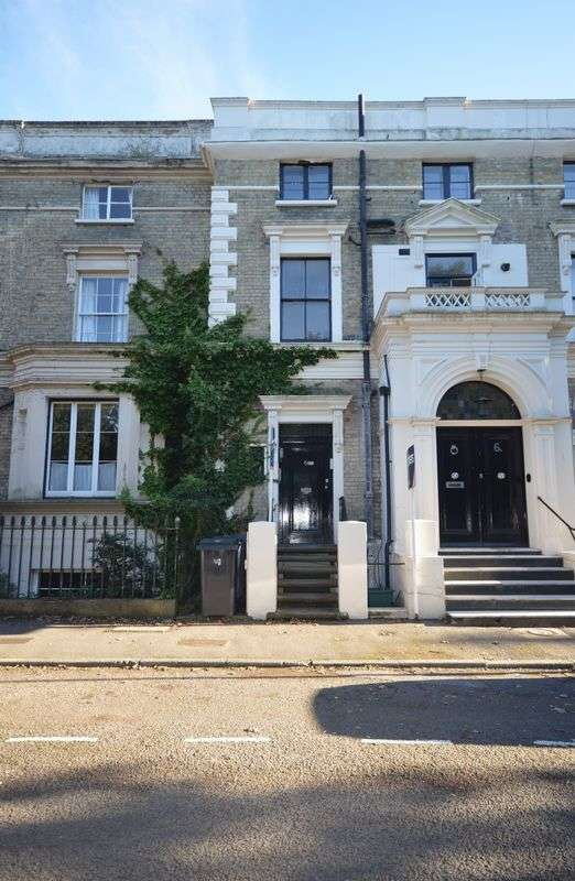1 Bedroom Flat for sale in South Terrace, Surbiton