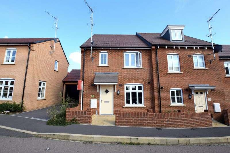 3 Bedrooms Semi Detached House for sale in Chaundler Drive, Aylesbury