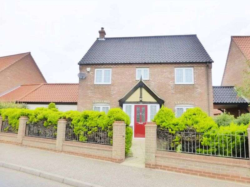 4 Bedrooms Detached House for sale in Hemsby