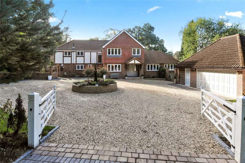5 Bedrooms Detached House for sale in Guildford Road, Frimley Green, Camberley, Surrey, GU16