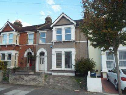 2 Bedrooms Flat for sale in Goodmayes, Ilford