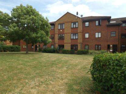 2 Bedrooms Flat for sale in Arisdale Avenue, South Ockendon, Essex