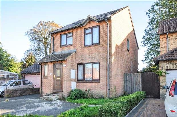 3 Bedrooms Detached House for sale in Claydon Drive, Croydon, CR0 4QX
