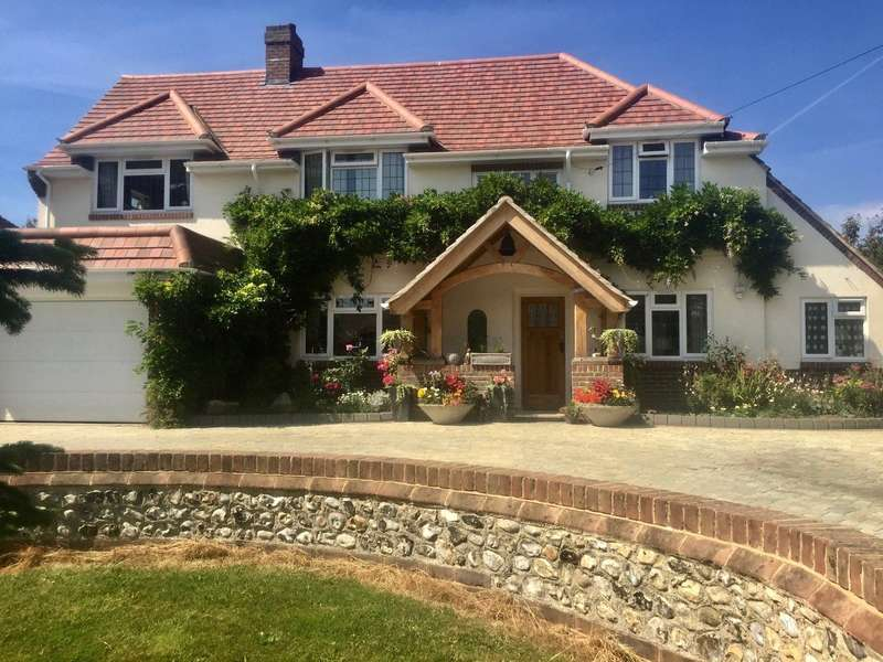 4 Bedrooms Detached House for sale in Sea Lane, East Preston, West Sussex, BN16