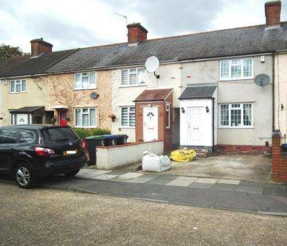 3 Bedrooms Terraced House for sale in Bishops Close, Enfield