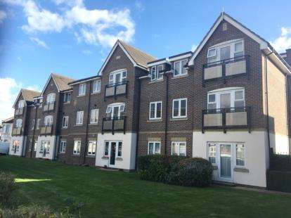 2 Bedrooms Flat for sale in Pemberton Court, Southbury Road, Enfield