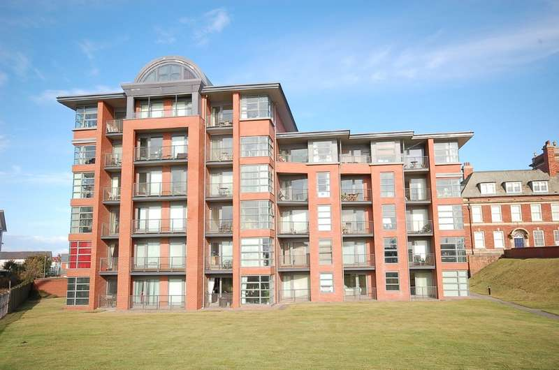 2 Bedrooms Flat for sale in Queens Promenade, Blackpool