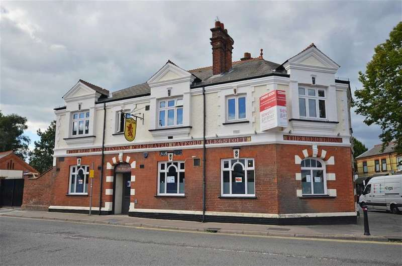 1 Bedroom Property for sale in The Red Lion, Watford, Hertfordshire, WD18