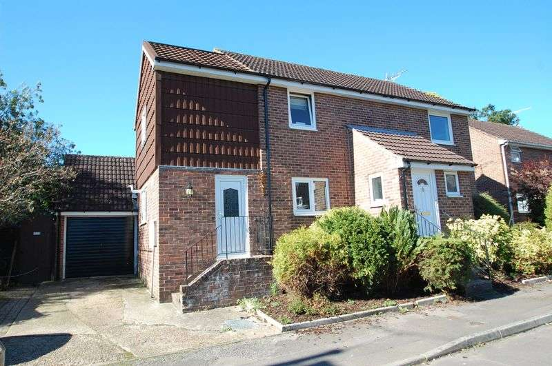 4 Bedrooms Detached House for sale in Stoneham Close, Petersfield