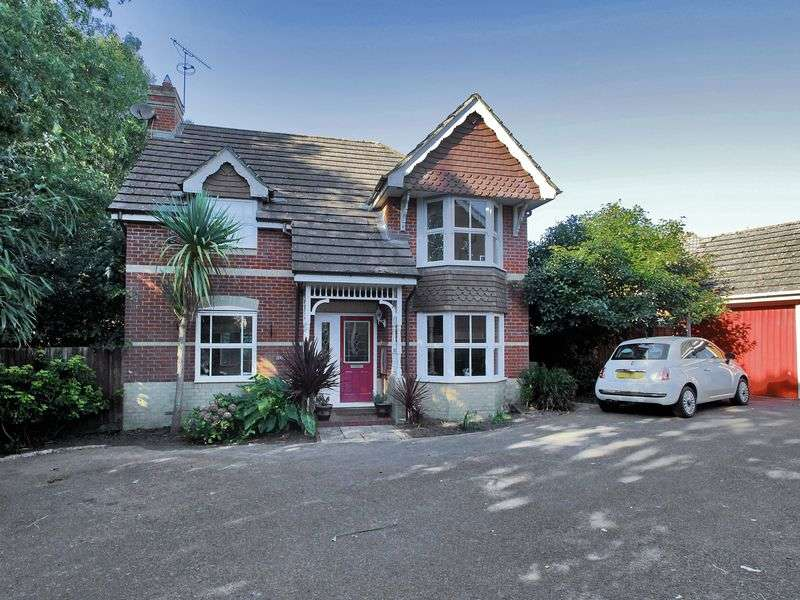 3 Bedrooms Detached House for sale in Henley Close, Maidenbower, Crawley, West Sussex