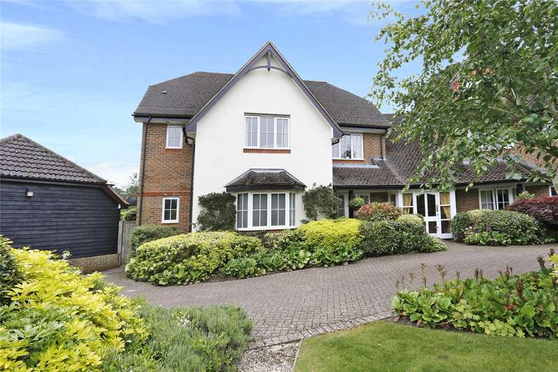 2 Bedrooms Flat for sale in Candlemas Oaks, Beaconsfield, Buckinghamshire, HP9