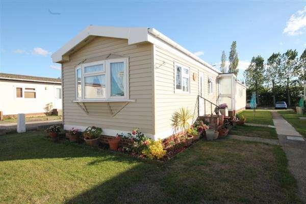 1 Bedroom Bungalow for sale in Meadowview Park, Little Clacton
