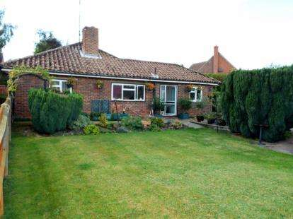 2 Bedrooms Bungalow for sale in Sutton Scotney, Winchester, Hampshire